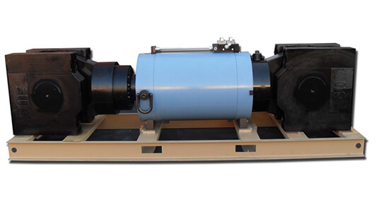 Actuator for structures testing